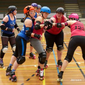 2016 Northern Lightning Rollergirls at the Small Teams Tournament – By JeroenDekkerFotografie